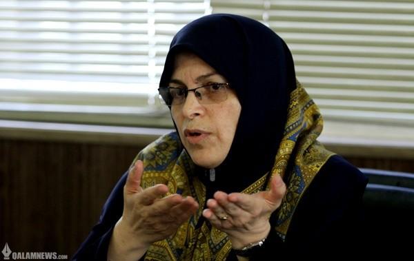 آذر منصوری: زنان باید در مقدرات اصلی کشور مداخله داشته باشند