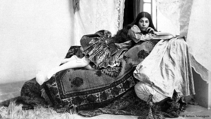 ژست زنان عصر قاجار مقابل دوربین عکاس روس