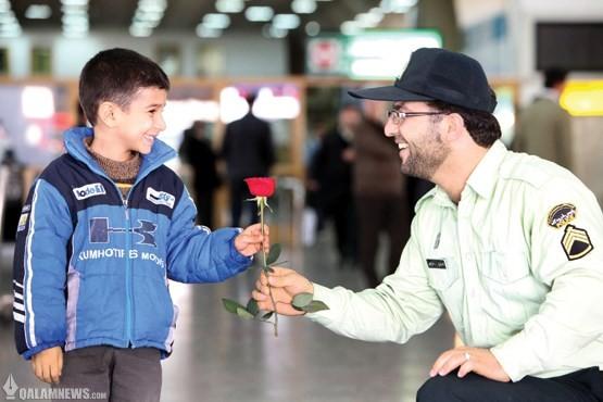 پلیس مهربان آرزوی همه/انسان دوستی را ارج نهیم/احترام برای انسانیت