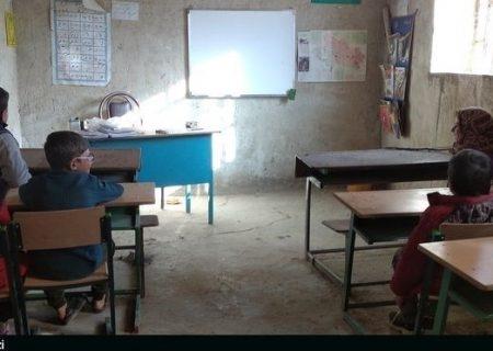 دانشآموزان بیدرس در روستاهای کوهدشت؛ اینجا آرزوهای تحصیل تکلیف ندارد