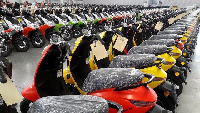 محمدی: بانوان مجاز به گرفتن گواهینامه موتورسیکلت نیستند