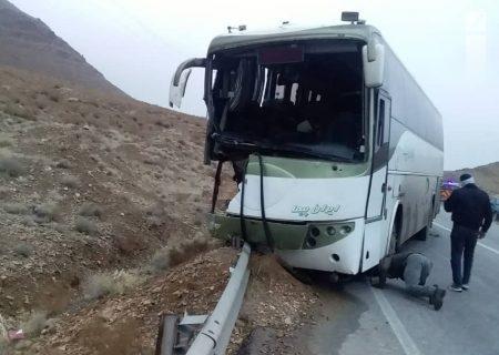 ۱۰ مصدوم در تصادف اتوبوس با گاردیل