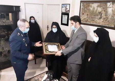 سرتیپ نصیرزاده با خانواده شهید بیک محمدی دیدار کرد