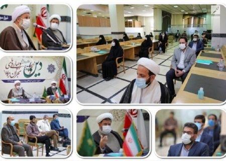 تجلیل از پژوهشگران برتر همایش دین و بیماریهای بحرانزا در شیراز