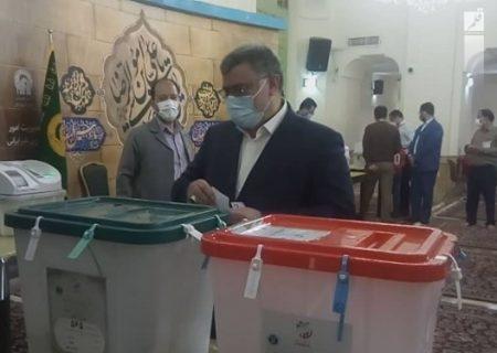 استاندار خراسان رضوی رای خود را به صندوق انداخت