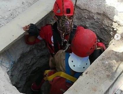 نجات معجزه آسای کارگر از زیر آوار چاه در شیراز