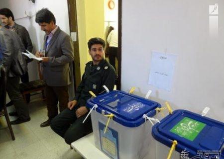 پلیس همگام با مردم پای صندوقهای اخذ رای