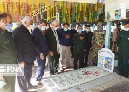 ادای احترام فرماندهان نظامی خوزستان به شهدای دفاع مقدس در اهواز